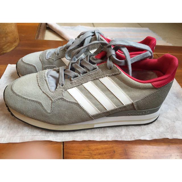 全新 Adidas 慢跑鞋