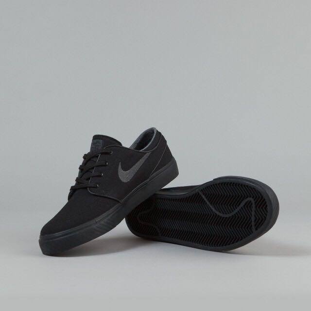3d6878fa54248b Instock Nike SB Stefan Janoski All Black