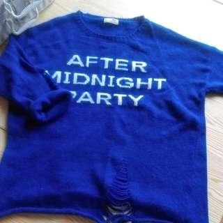 寶藍色破洞毛衣