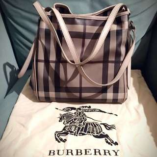 Burberry 灰格防水骰子肩背包