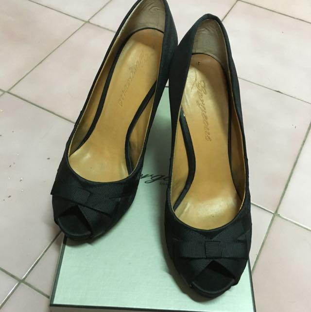2手。絕色 經典黑色高跟鞋。37。size太小故售
