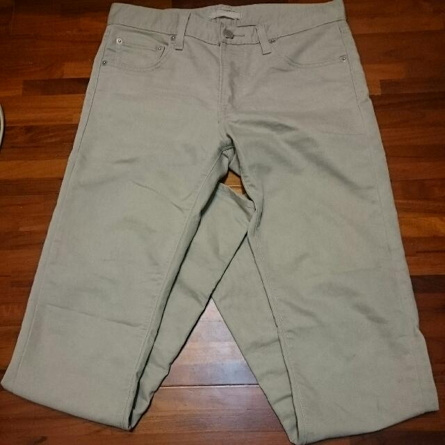 Uniqlo 彈性卡奇褲 Skinny版型