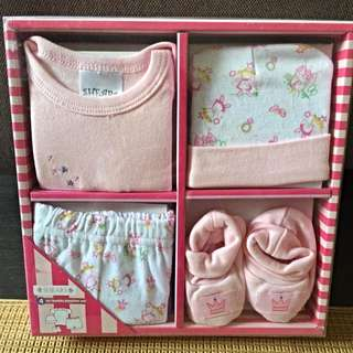 4 Piece Baby Playtime Gift Set (0 to 6 months)
