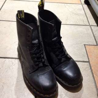 Dr Martens 八孔靴子九成新 買來穿沒幾次不合腳固一直放著便宜賣43號台南歡迎面交