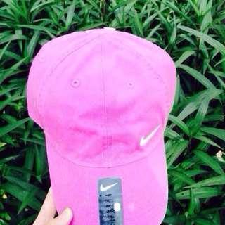 Nike粉紅老帽