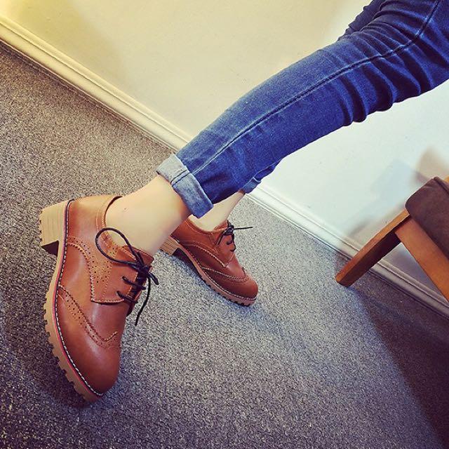 英倫復古學院風平底雕花牛津鞋(棕色39碼)全新現貨