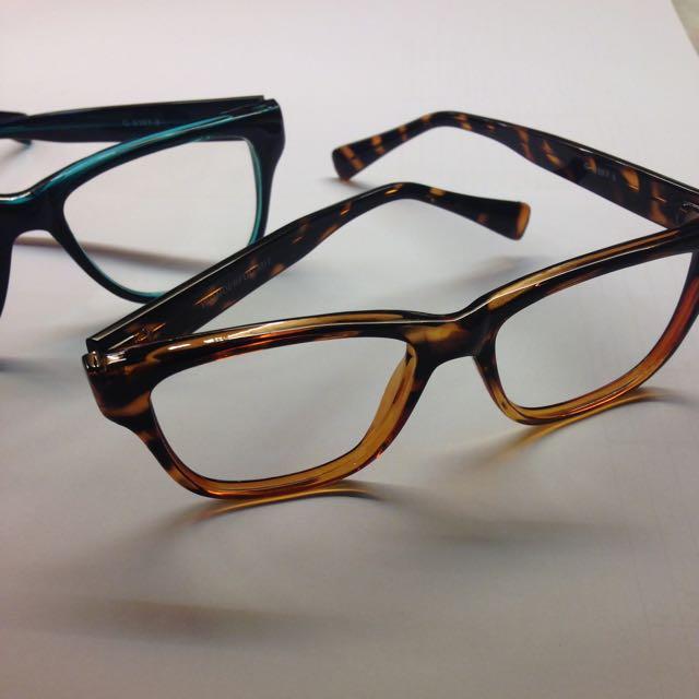 琥珀色粗框眼鏡