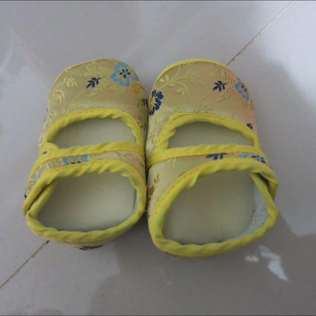 過新年金黃色學步鞋 室內鞋