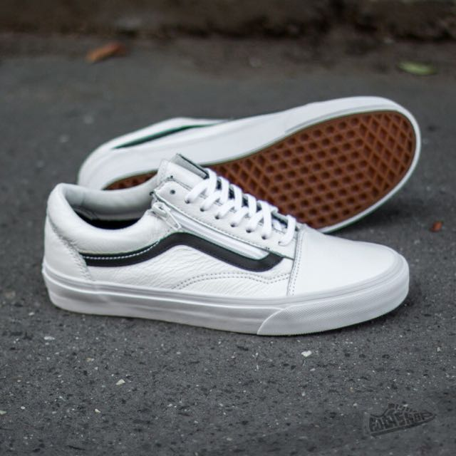 PENDING Vans Premium Leather Old Skool Zip in True White dd9e38021