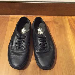 Authentic Vans Leather Sneaker US 8 Black