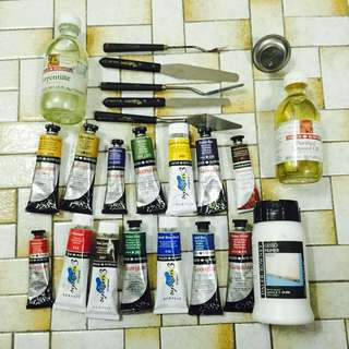 Paint Set In Good Condition