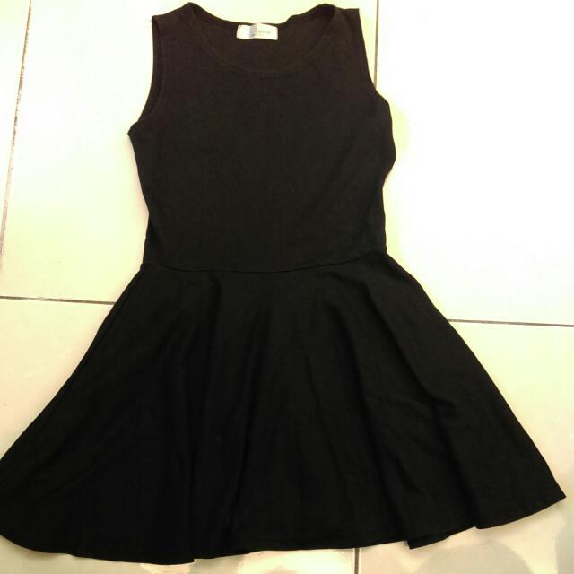 黑色傘裙小洋裝🙋