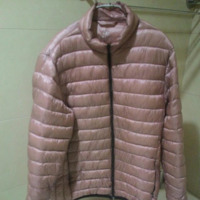 粉色輕羽絨外套