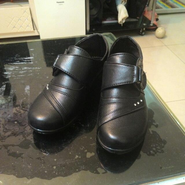 黑色休閒鞋