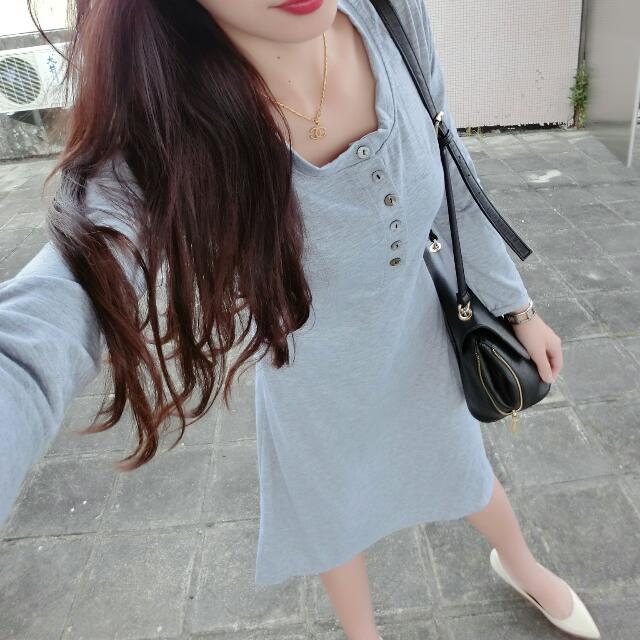貝殼釦圓領腰身傘擺長裙棉質洋裝 淺灰