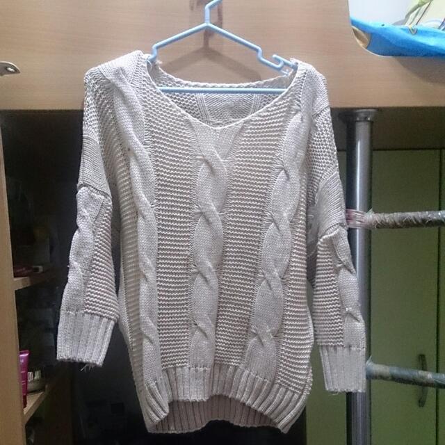 米色麻花毛衣 針織