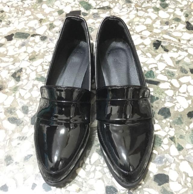全新 漆皮低跟樂福鞋