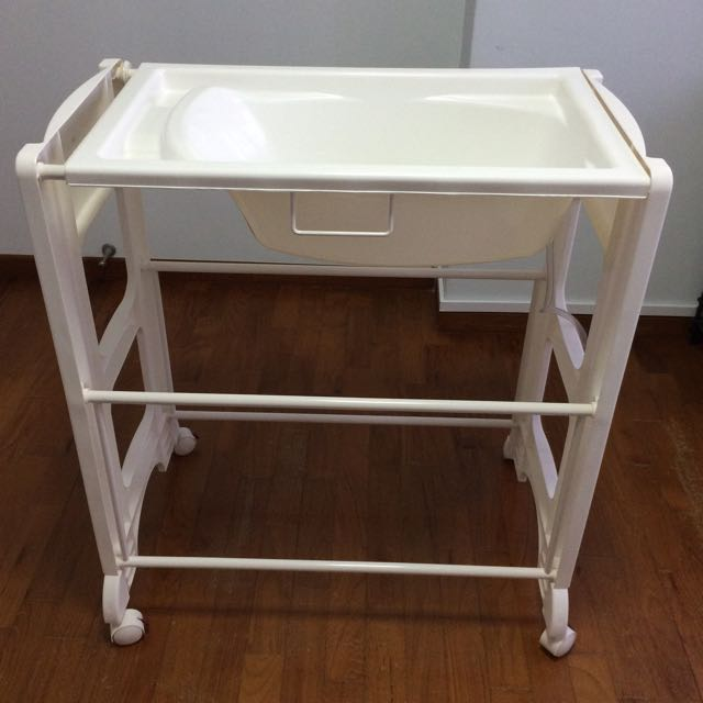 Kiddy Palace Baby Bath Stand, Babies & Kids on Carousell