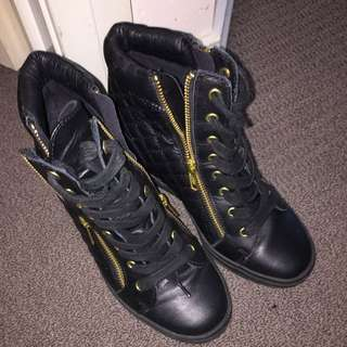 Steve madden Boots Black Leather With Gold Zip