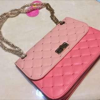 粉色小香菱格包