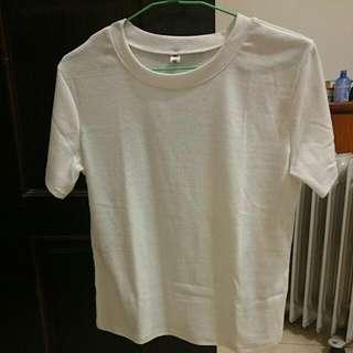 白色短袖上衣