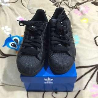 Adidas 全黑