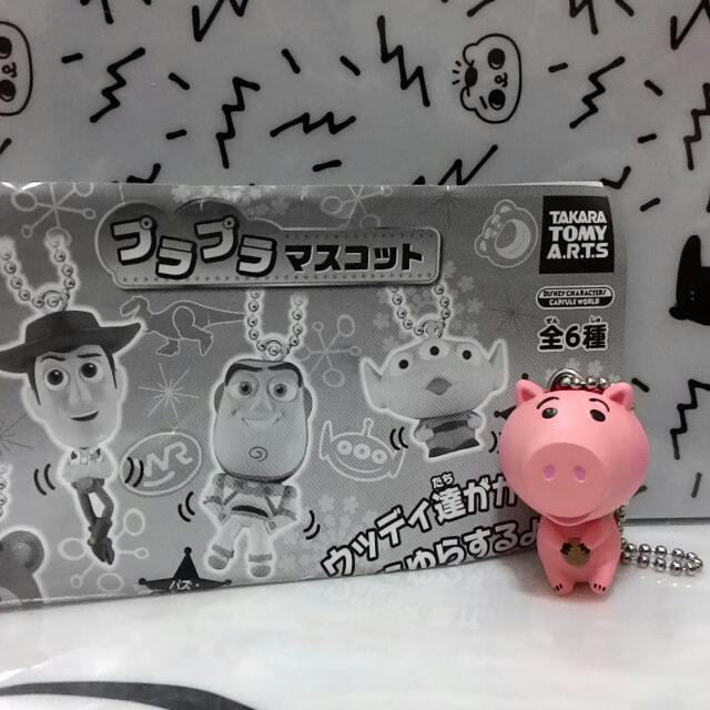 只有1個,玩具總動員扭蛋吊飾~火腿豬