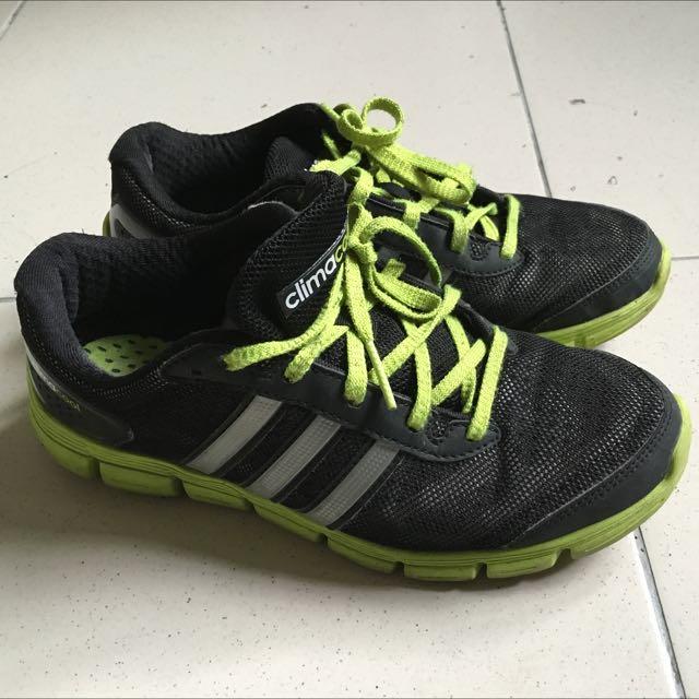 Adidas運動鞋