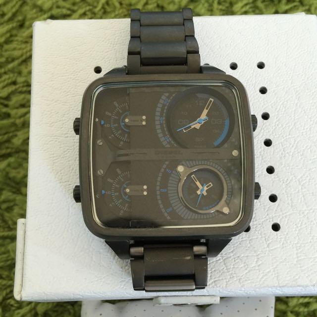 Diesel 9.5成新 大錶徑 灰色方錶