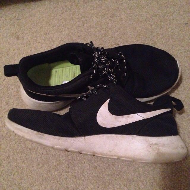 Nike Roshe Runs Size 8