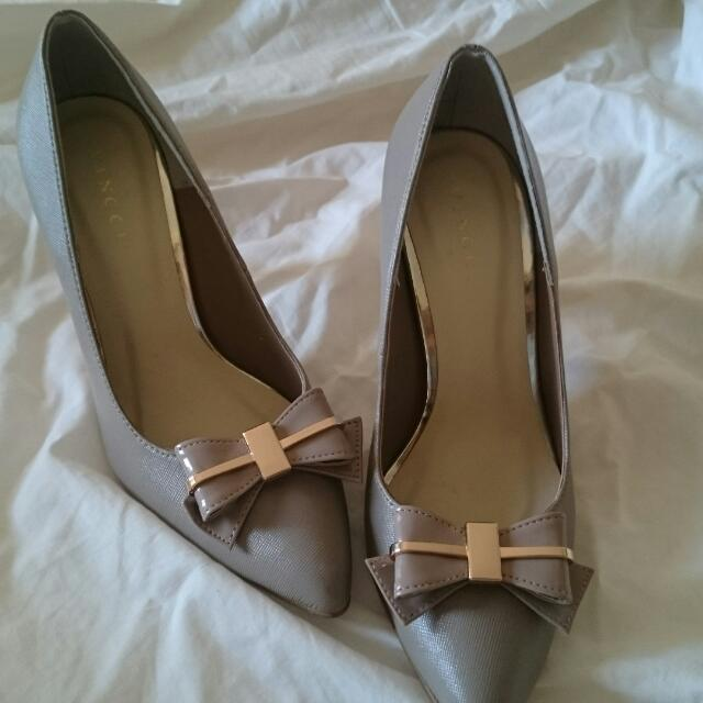 Size 6 TAUPE Bow-tie Heels