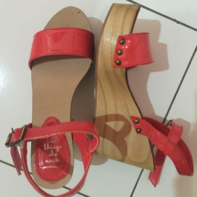 The Little Things She Needs Wedges -preloved