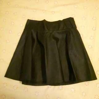 黑色鬆緊帶皮革短裙