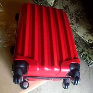 全新 僅打開試容量 極美 質感佳 正紅20吋硬殼行李箱 原3600網路購入