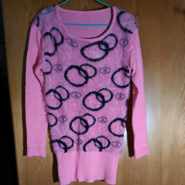 粉紅色長版毛衣