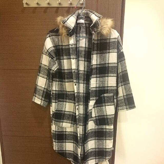 黑白格紋大衣