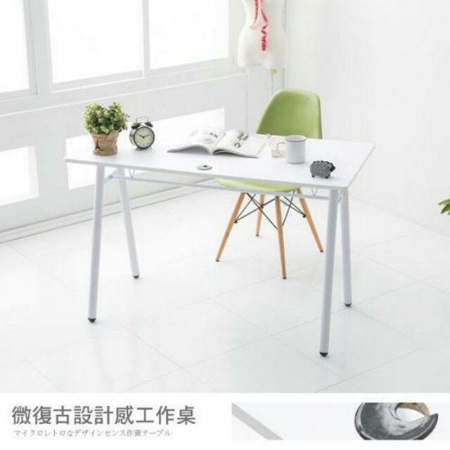 【Abuy】愛買傢A字型120*60大桌面工作桌/電腦桌(附電線孔蓋)--白色