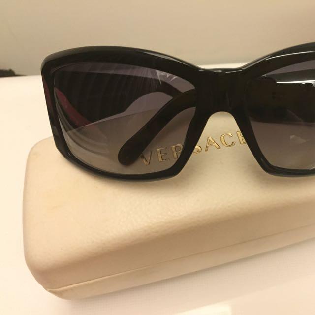 Versace 太陽眼鏡 (盒子略泛黃)右邊掉一顆鑽