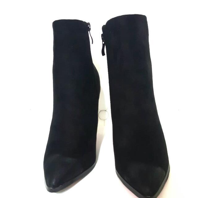 黑色短靴$1200
