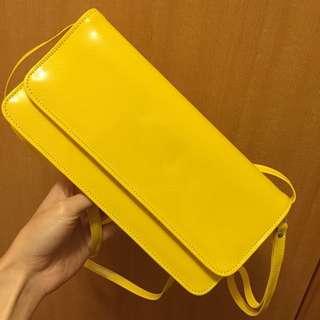 [全新/含運]!降價100含運!全新漆皮磁扣手拿包 可愛黃 附背帶