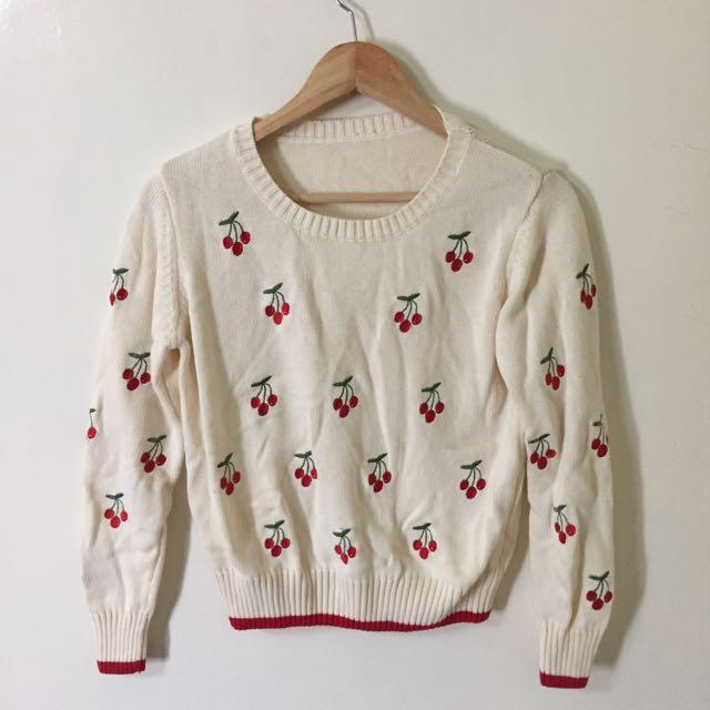 全新-米白針織櫻桃刺繡上衣