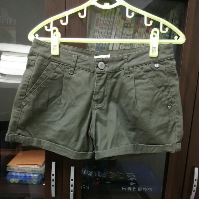 降☑軍綠色短褲