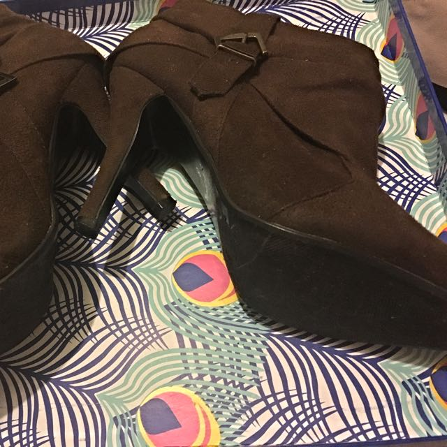 Brown suede Boots- Size 8