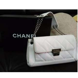 🚚 Chanel 香奈兒 優雅白色 肩/手提包 二手 雷射標籤完整 專櫃正品 LV GUCCI BURBERRY可參考