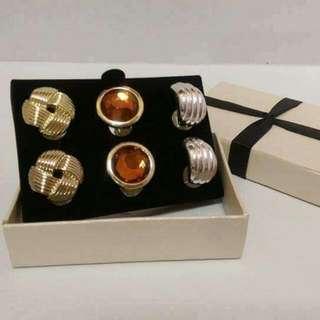全新禮盒夾式耳環   下價100元喔