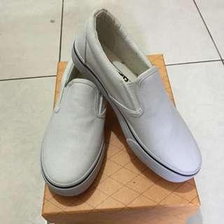 白鞋帆布鞋
