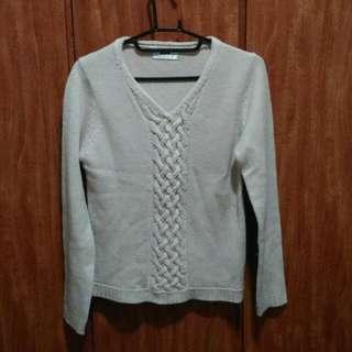 米白色麻花毛衣