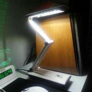 (保留,待面交) (二手)  led充電式觸摸摺疊檯燈