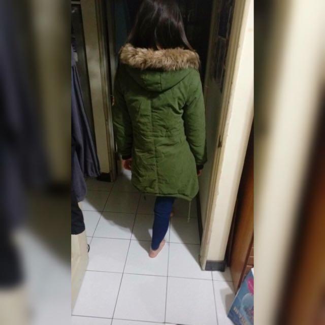 軍綠色外套(內有絨毛很保暖)