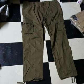多袋休閒褲